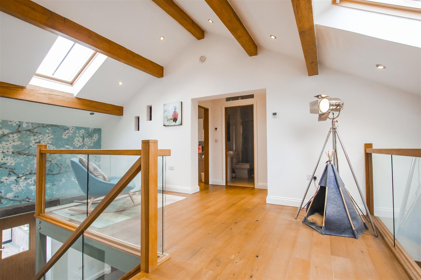 4 Bedroom Barn Conversion For Sale - Landing